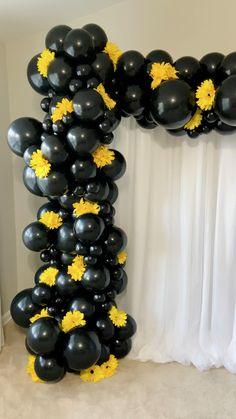 Birthday Balloon Decorations, Graduation Decorations, Diy Halloween Decorations, Baby Shower Decorations, Graduation Centerpiece, Shower Centerpieces, Centerpiece Ideas, Balloon Backdrop, Balloon Garland