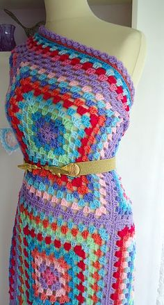granny square dress ... now I know what to do with all those granny squares I've made over the years ... now if I only had the body for it