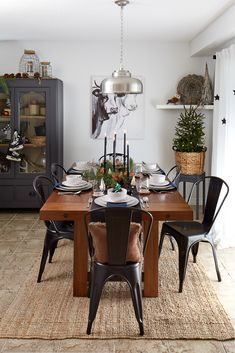 Holiday Around the Table - Little DeKonings