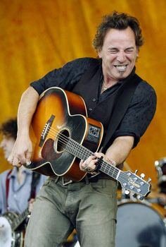 """BRUCE SPRINGSTEEN,  """"OH  YEAH,  THAT'S  THE  RIGHT  NOTE""""   .    .    .   .   (thesamiposts)"""