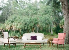 Love this vintage #furniture styled into a guest seating area | Photography: justindemutiisphotography.com | Florals + Styling: www.theantibride.com