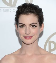Anne Hathaway Shows You 10 Inventive Ways to Wear a Pixie For the Producers Guild Awards, Anne opted Formal Hairstyles, Pixie Hairstyles, Pixie Haircut, Celebrity Hairstyles, Wedding Hairstyles, Pixie Styles, Short Hair Styles, Anne Hathaway Short Hair, Bridesmade Hair
