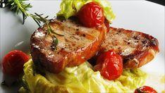 Sommerkoteletter med smørdampet nykål og bakte tomater Tandoori Chicken, Pork, Meat, Ethnic Recipes, Deli Food, Kale Stir Fry, Pork Chops