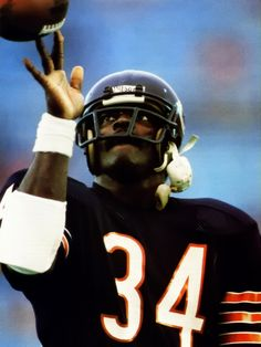 Walter Payton, Sweetness, the greatest, miss you man. Bears Football, Best Football Team, Football Helmets, The Sporting Life, Walter Payton, Memory Games For Kids, American Sports, Sports Figures, National Football League
