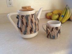 David's Tea Nobel pot warmer. Free pattern from yellowribboncrafts.com
