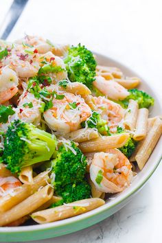 A fast and easy weeknight dinner recipe, the whole family will love this lemony, garlicky, shrimp and broccoli penne pasta.