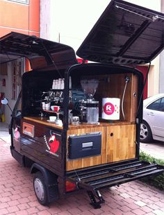 Street Food Truck Ideas Coffee Carts 68 New Ideas Mobile Coffee Cart, Mobile Coffee Shop, Mobile Food Cart, Mobile Food Trucks, Mini Food Truck, Coffee Food Truck, Foodtrucks Ideas, Nespresso, Coffee Trailer