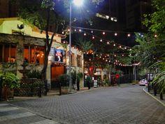 Com suas luzinhas, a rua Avanhandava é sem dúvida a mais charmosa de São Paulo. Travessa da rua Augusta, é quase um oásis em meio ao caos, com restaurantes que vão do tradicional Famiglia Mancini ao descolado Madrepérola, bar de jazz e até um brechó. Aos fins de semana, a rua vira programa de casais, família e turmas de amigos