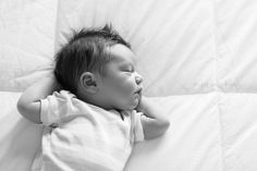 relaxing- sweet and simple newborn photo