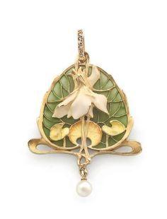 Lucien GAUTRAIT Pendentif en or jaune, formé d'un motif végétal en émail plique