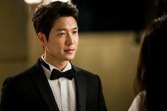 Joo-won leaps across rooftops for Yong-pal Yong Pal, Hyun Jae, Kim Tae Hee, Joo Won, Korean Drama, South Korea, Kdrama, It Cast, Rooftops