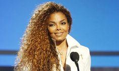 """La cantante estadounidense Janet Jackson, quien anunció hace unas semanas que suspendía su gira porque quería formar """"una familia"""", está embarazada de su primer"""
