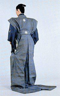kataginu (=sleeveless jacket) and naga-bakama trousers, popularly known as kamishimo dress. Male Kimono, Men's Kimono, Samurai Clothing, Martial, Lovers Embrace, Japanese Outfits, Japanese Clothing, Japanese Culture, Costume Design