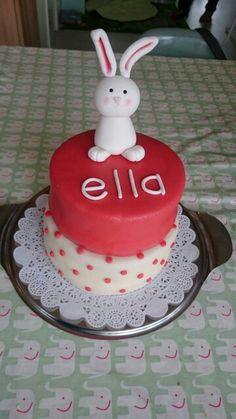 Hoera Ella 1 jaar! #BirthdayBunny #konijn #fondant #marsepein #marzipan #cake #taart