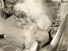 """This is from the hollywood set of Dinner At Eight (Jean Harlow) This is called the """"White Telephone Look"""" Old Hollywood Glamour, Vintage Glamour, Vintage Hollywood, Vintage Beauty, Classic Hollywood, Hollywood Style, Glamour Ladies, Hollywood Homes, Hollywood Regency"""