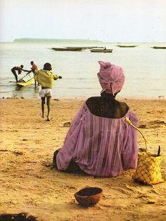 """""""Un visage du Senegal"""", texte de Bara Diouf, Editions Delroisse, Paris, 1973."""