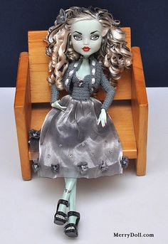 frankie36 | I've made a repaint, perming and clothes for thi… | Flickr
