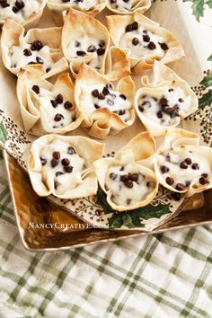 Here's an easy recipe I made with Nasoya® Won Ton Wraps. I had never used these wraps before, so I was interested in trying them out when I was offered some complimentary product from Nasoya®… Wonton Recipes, Gourmet Recipes, Appetizer Recipes, Dessert Recipes, Cooking Recipes, Appetizers, Dessert Bars, Mini Desserts, Easy Desserts