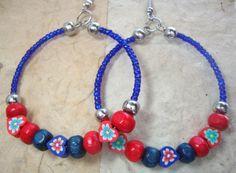 Hoepel oorbellen, blauw en rood, zomer & strand oorbellen van ebben hout…