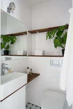 Takaseinän hylly Bathroom Inspiration, Relaxing Decor, Room Design, Decor, House Interior, Bathroom Interior Design, Bathroom Decor, Home Decor Styles, Home Decor