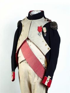 Napoleon's uniforms and epaulets - Napoleon's Grenadiers a Pied uniform/ Center of the Cross of the Légion d'honneur (Legion of Honour) of the First French Empire (Napoleonic Era), 3rd type (awarded between 1806-1808)