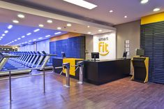 Piso Vinilico da Linha Ambienta Tarkett ideial para academias. Gym Interior, Interior Design, Academia Smart Fit, Gym Facilities, Crossfit Box, Gym Design, Design Ideas, Home Organization, Organizing