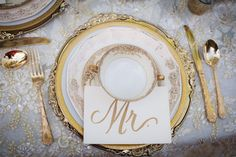 Gold is an important color for a vintage wedding