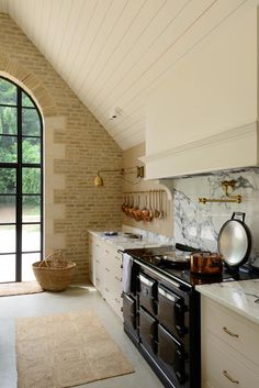 Be Smitten By A Classic English Cotswold Kitchen!