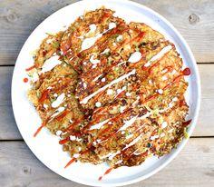 Hämmentäjä: Okonomiyaki, sriracha sauce and teriyaki salmon. Okonomiyaki, srirachakastike ja teriyakilohi
