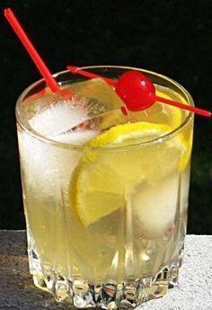 Southern Sunsplash: Southern Comfort, Malibu Coconut Rum, Fresh Lemonade