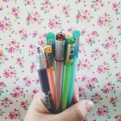 De volta pra minha infância em Belém onde canetas de gel com cheiro eram artigo de luxo e custavam uns R$20 reais. Comprei ontem na Liberdade por R$1,50 cada! Meu eu de 11 anos estaria com inveja.