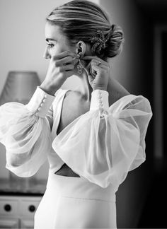 Long sleeve wedding dress For those BTS getting ready moments with bride and bridesmaids in the lead up to wedding day Wedding Dress Black, Long Wedding Dresses, Long Sleeve Wedding, Delicate Wedding Dress, Wedding Dress Buttons, Classy Wedding Dress, Wedding Attire, Looks Street Style, Looks Style