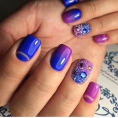 @daryanails_inspiration - gradient manicure with crystal accent nail
