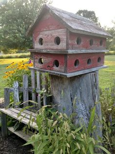 Wood Bird Feeder, Bird Feeders, Wooden Bird Houses, Backyard For Kids, Outdoor Living, Outdoor Decor, Stone Houses, Farmhouse Chic, Garden Styles