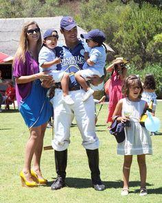 Margarita Vargas y sus tres hijos, los mejores animadores de su marido, Luis Alfonso de Borbón