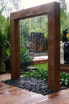 Beautiful garden design creates amazing outdoor living spaces while balancing and harmonizing landscaping ideas and turning imperfections into spectacular details. Lushome shares a few interesting landscaping ideas and creative garden design techniques th Glass Waterfall, Garden Waterfall, Diy Waterfall, Waterfall For Home, Diy Garden Fountains, Fountain Garden, Indoor Fountain, Outdoor Water Fountains, Landscape Fountains