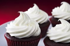 For vegan cakes and cupcakes, this vegan buttercream frosting recipe is quite literally the icing on the cake! Rich, creamy, and ready in minutes. Homemade Buttercream Frosting, Cake Frosting Recipe, How To Make Frosting, Frosting Recipes, Cupcake Recipes, Cupcake Cakes, Meringue Icing, Types Of Frosting, Cupcake Icing
