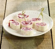 Wrap met geitenkaas en rode biet Baking Recipes, Healthy Recipes, Wraps, Appetizers For Party, Starters, Barbecue, Panna Cotta, Brunch, Snacks