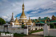 Mae Hong Son un perdido pueblo entre las montañas de Tailandia y Myanmar capital de las tribus étnicas del norte del reino de Siam. Vienes a descubrirlo? #maehongson #tailandia #viajar #vacaciones #templos #asia http://ift.tt/29Yynpi
