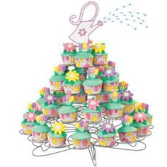 A Sprinkle of Springtime Cupcakes - Rack up candy-flower-topped cupcakes to create a whimsical composition, Fashion a watering can topper from fondant and create a watery spray with royal-icing beads attached to florist wire. Wilton Cupcakes, Fancy Cupcakes, Cupcake Cakes, Wilton Cake Decorating, Cake Decorating Tools, Decorating Ideas, Rose Icing, Mothers Day Cupcakes, Cupcake Tree