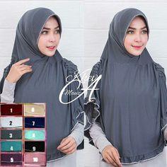 Hijab Syar'i Hazna Fashion Hijab Lebaran 2017 Terbaru dengan variasi oversum di bagian pet, dan kerut di samping kanan dan kiri jilbab, serta rempel oversum