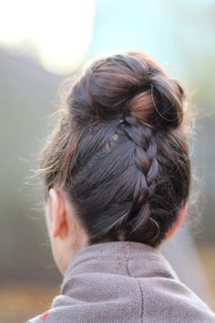 This is adorable. From the looks of the pic it's an upside down French braid (that alone is genius) then put into a bun. Genius at work.