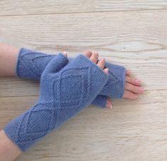 Hand-knitted fingerless gloves / Fingerless mittens / Short