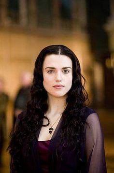 Katie McGrath U. Katie McGrath is best known for portraying Morgana on the BBC One series Merlin Katie Mcgrath Hot, Merlin Morgana, Merlin Colin Morgan, Lena Luthor, Intelligent Women, Off White Dresses, Mermaid Dresses, Dark Hair, Supergirl