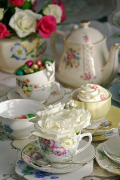 Teaparty.    Afternoon tea with china by Itsy Bitsy Vintage.