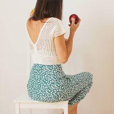 Crochet Eyes, Crochet Bra, Crochet Woman, Crochet Blouse, Crochet Clothes, Moda Crochet, Crochet Round, Crochet Summer Tops, Crochet Crop Top