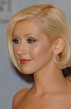 Christina Aguilera-Short Bob