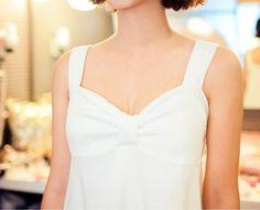 Today's Hot Pick :[ミニワンピース]フロントリボンミニワンピース【CHUU】 http://fashionstylep.com/P0000NYX/chuukr/out 大人スイートなムードのミニワンピースです。 シンプルなデザインに品の良いリボンモチーフがレディなアクセントに☆ 肌に優しい素材を使用しており、さらりとした着心地◎ お風呂上りやルームウェアとしてもGOODです♪   ◆色はホワイトのみです。