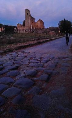 Ninfeo dei Quintili sull'Appia Antica al tramonto