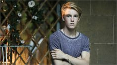 Die Mitte der Welt Photo Louis Hofmann Center of my World Cute Blonde Boys, Louis Hofmann, Wattpad, Slow Burn, Video On Demand, Male Poses, S Stories, Movies Showing, Cute Guys